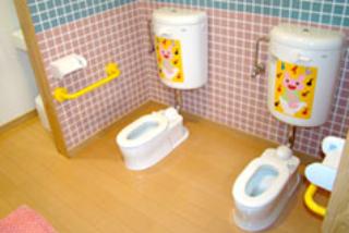 トイレの苦手な子も使える、小さくてかわいい水洗トイレ